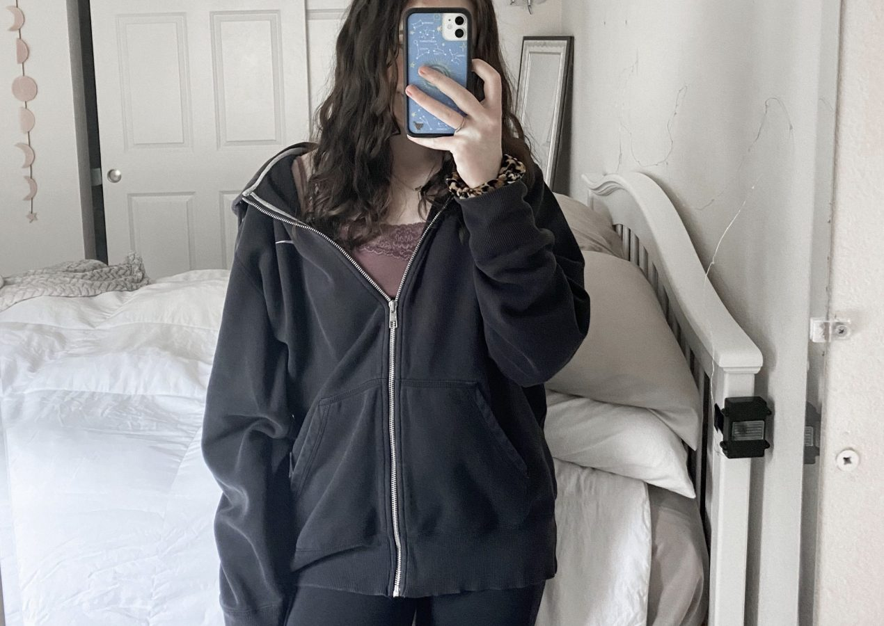 comfy at home outfit ideas with natalie